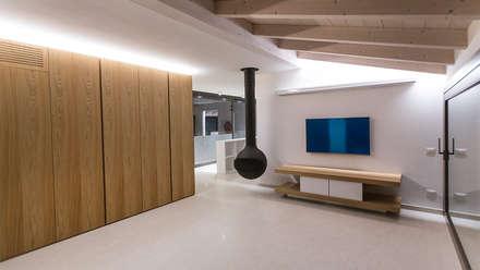 Villa Ferroli | Living room: Elettronica in stile  di GD Arredamenti
