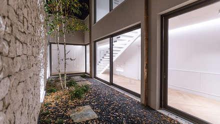 Villa Ferroli | Courtyard: Giardino Zen in stile  di GD Arredamenti