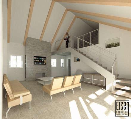 Vista Interior del Family Roon. Chimenea y Esacalera a Atico 2.: Casas de madera de estilo  por Eisen Arquitecto