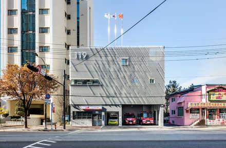 면목 119안전센터: Yong Ju Lee Architecture의  사무실