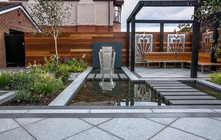 Art Deco Garden: modern Garden by Robert Hughes Garden Design