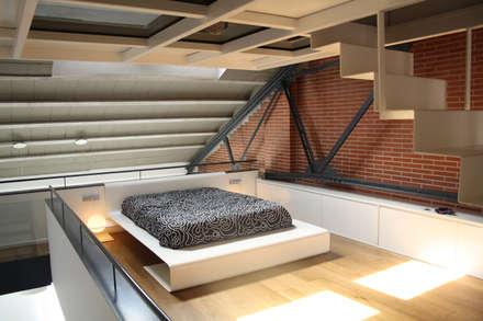 Sucre A4: Dormitorios de estilo industrial de ESTUDIO DE CREACIÓN JOSEP CANO, S.L.