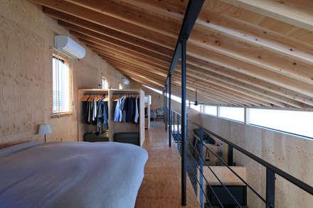 寝室: ㈱ライフ建築設計事務所が手掛けた寝室です。
