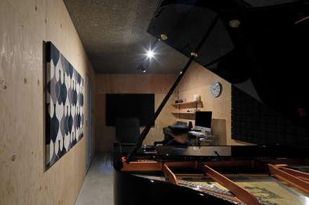 音楽室: ㈱ライフ建築設計事務所が手掛けた書斎です。