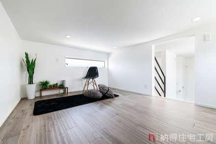 Sàn by 納得住宅工房株式会社 Nattoku Jutaku Kobo.,Co.Ltd.