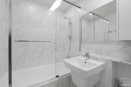 심플 모던스타일의 30평 아파트 인테리어: 홍예디자인의  화장실