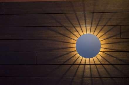 Iluminación Exterior y Paisajística: Jardines de estilo moderno de Luxiform Iluminación