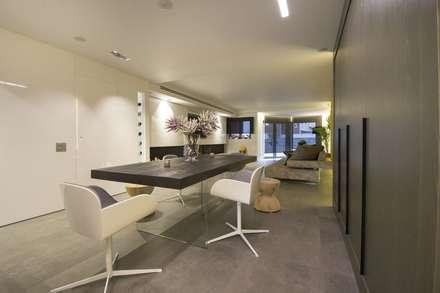 Interior Casa Particular: Comedores de estilo moderno de Luxiform Iluminación