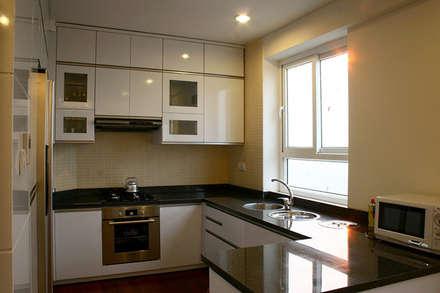 Không gian bếp đầy đủ tiện nghi.:  Nhà bếp by Công ty TNHH Xây Dựng TM DV Song Phát