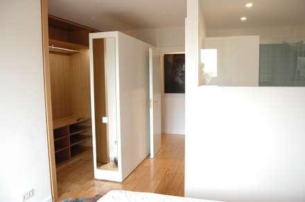 Quarto Suite: Closets modernos por Ideal Obra & Lar