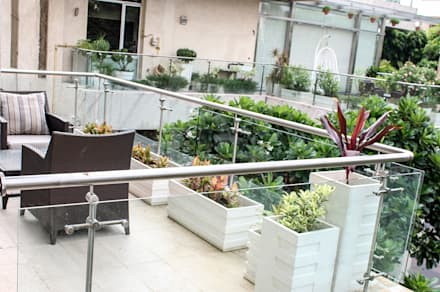 Terrace Garden Decor at Civil Lines, Delhi:  Floors by Grecor