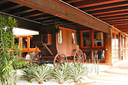Casas de campo de estilo  por Hérmanes Abreu Arquitetura Ltda