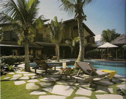 Piscinas de jardín de estilo  por AM arquitetura e interiores