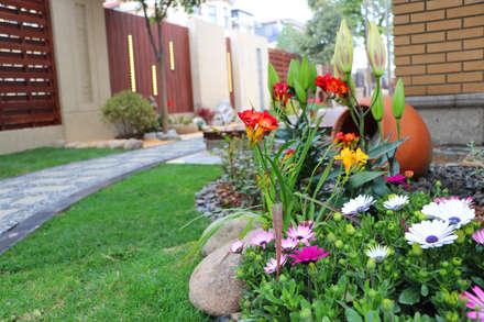 Передний двор в . Автор –  M  Garden