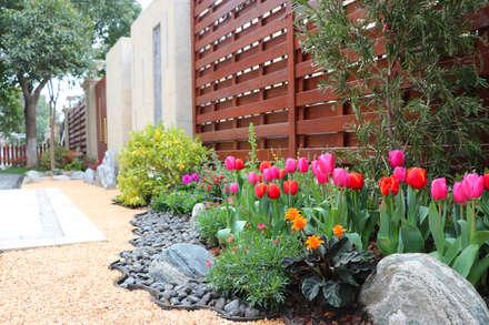 M  Garden의  앞마당