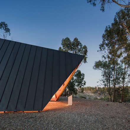 Atap gable by Plano Humano Arquitectos