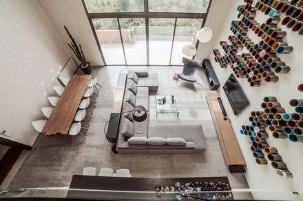 Loft Contemporáneo: Suelos de estilo  de Noëlla Aoun Design Studio