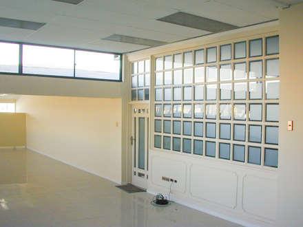 Vista sala de corte: Estudios y biblioteca de estilo  por Piscinas Espectaculares