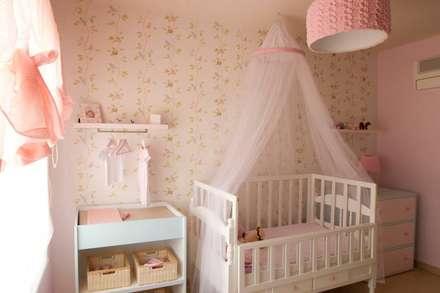 Nursery room : Habitaciones de bebé de estilo  de loop-d