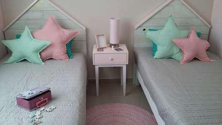 twins room , habitación niñas : Habitaciones de niñas de estilo  de loop-d