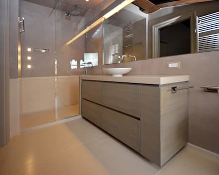 Appartamento Contrada delle Cossere: Bagno in stile in stile Minimalista di Gianfranco Sangalli Architetti