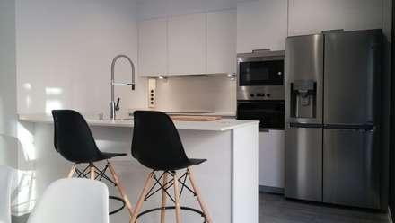 una cocina muy especial: Cocinas de estilo moderno de Lumber Cocinas