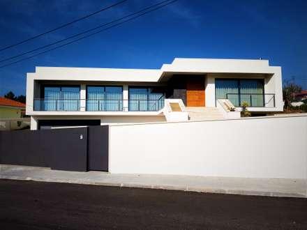 CASA BAPTISTA: Habitações  por Jesus Correia Arquitecto
