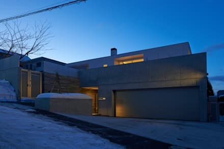 Garajes de estilo escandinavo de アトリエモノゴト 一級建築士事務所