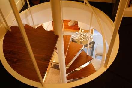 Decoración interior de duplex acogedor, Sube Susaeta Interiorismo - Sube Contract: Escaleras de estilo  de Sube Susaeta Interiorismo