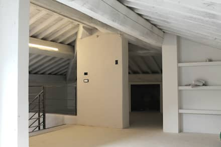 Ristrutturazione appartamento: Tetto a padiglione in stile  di MAURRI + PALAI architetti