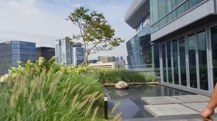 상업정원_서울시 종로수 수송스퀘어 옥상정원 프로젝트: (주)더숲의  정원 연못