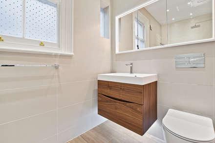 Case Study: Richmond, Surrey: modern Bathroom by BathroomsByDesign Retail Ltd