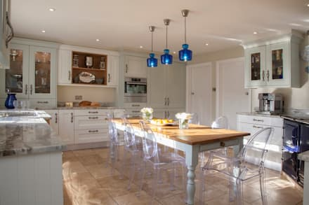 Built-in kitchens by Tailored Interiors & Architecture Ltd