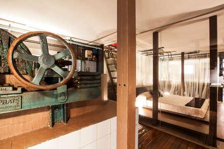 El Capricho: Baños de estilo industrial de ESTUDIO DE CREACIÓN JOSEP CANO, S.L.