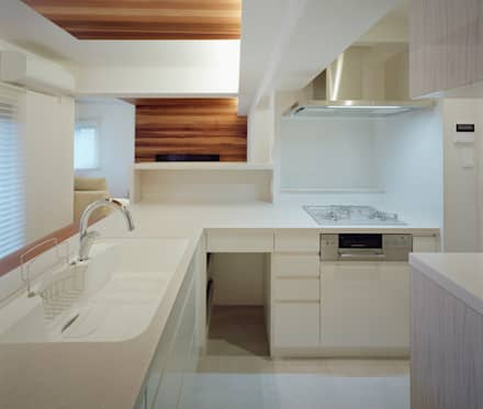 甲子園口の家(リノベーション): 株式会社西田順紀アトリエが手掛けたキッチンです。
