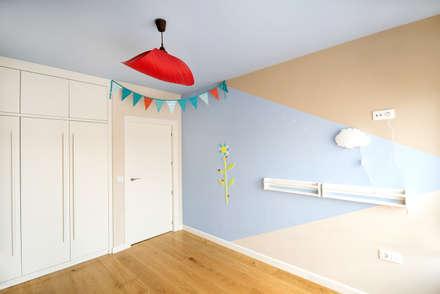 Reforma integral de vivienda en Albacete: Dormitorios infantiles de estilo escandinavo de Diaz Romero