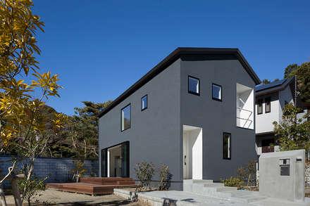 鎌倉 長谷の家: 松岡淳建築設計事務所が手掛けた家です。
