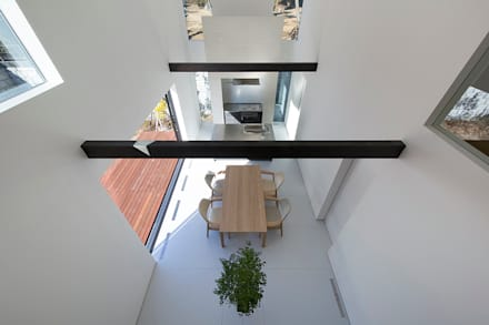 鎌倉 長谷の家: 松岡淳建築設計事務所が手掛けたサンルームです。