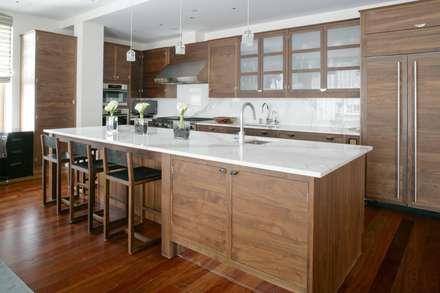 Mang vẽ đẹp lịch lãm là ưu điểm của vật liệu gỗ.:  Phòng ăn by Công ty TNHH Xây Dựng TM DV Song Phát