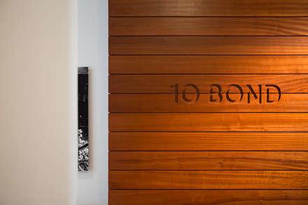 10 Bond Street | Boiserie: Pareti in stile  di GD Arredamenti