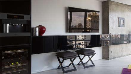 Metropolitan Tower | Living Room: Elettronica in stile  di GD Arredamenti