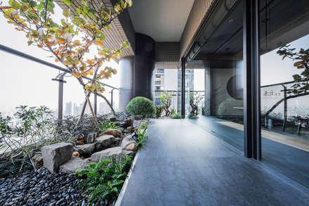 雲世紀 陳公館:  庭院 by 台中室內設計 禾巨事業空間設計