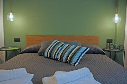 green: Camera da letto in stile in stile Scandinavo di studio ferlazzo natoli
