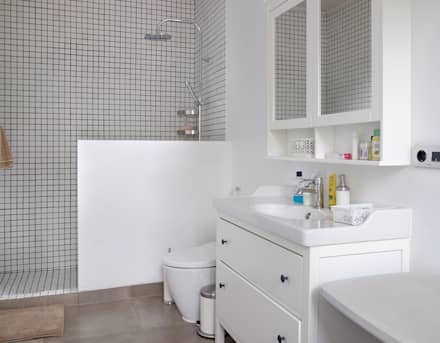 Bathroom // i45 House:  Kamar Mandi by Lukemala Creative Studio