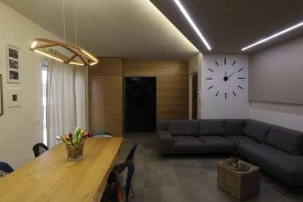 ISPIRAZIONI SCANDINAVE: Sala da pranzo in stile in stile Scandinavo di ARCHITÈ