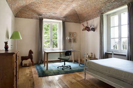 rustic Nursery/kid's room by Riccardo Gasperoni Fotografo