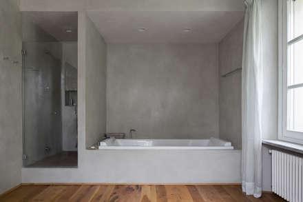 Wine Estate - Photoshoot: Bagno in stile in stile Rustico di Riccardo Gasperoni Fotografo