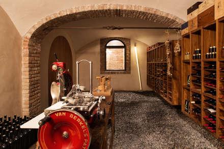 ห้องเก็บไวน์ by Riccardo Gasperoni Fotografo