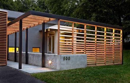 East Jefferson:  Patios & Decks by KUBE Architecture