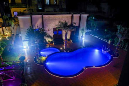 Piscine a laghetto in stile  di ZEAL Arch Designs